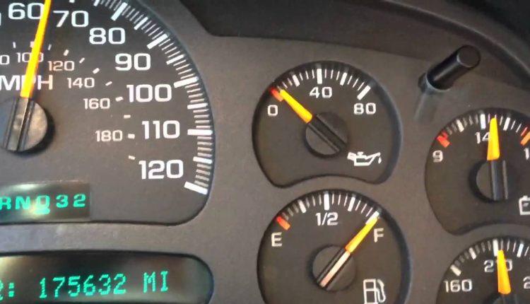 ما هي أسباب ومؤشرات انخفاض ضغط الزيت في السيارة