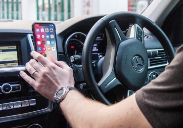Learn about the features of the new iPhone X for drivers