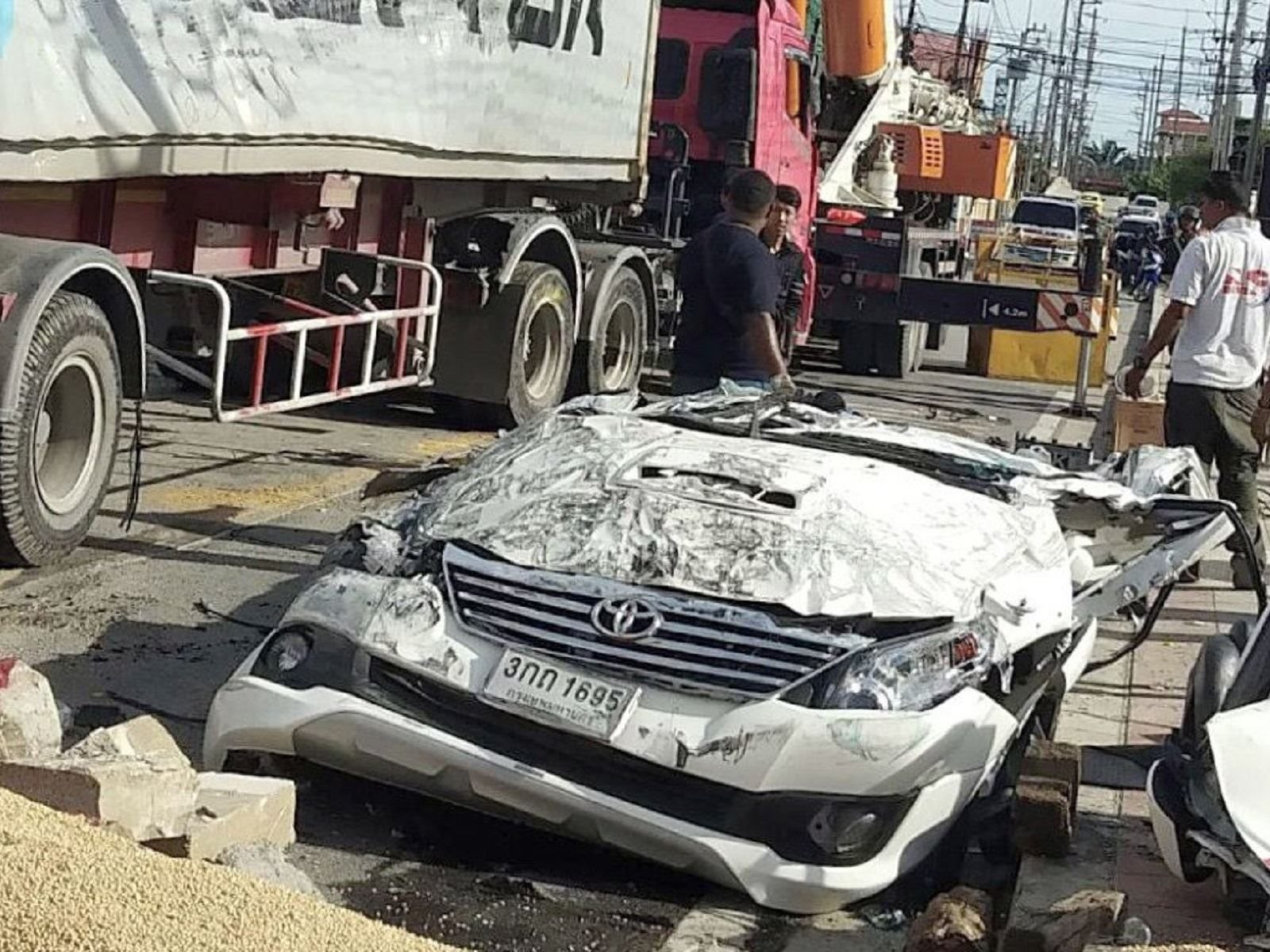 A Horrific Accident Turns Toyota into Dust