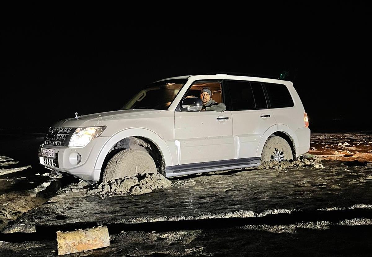 Aoun Qatar team pulls out two cars stuck in Zakrit