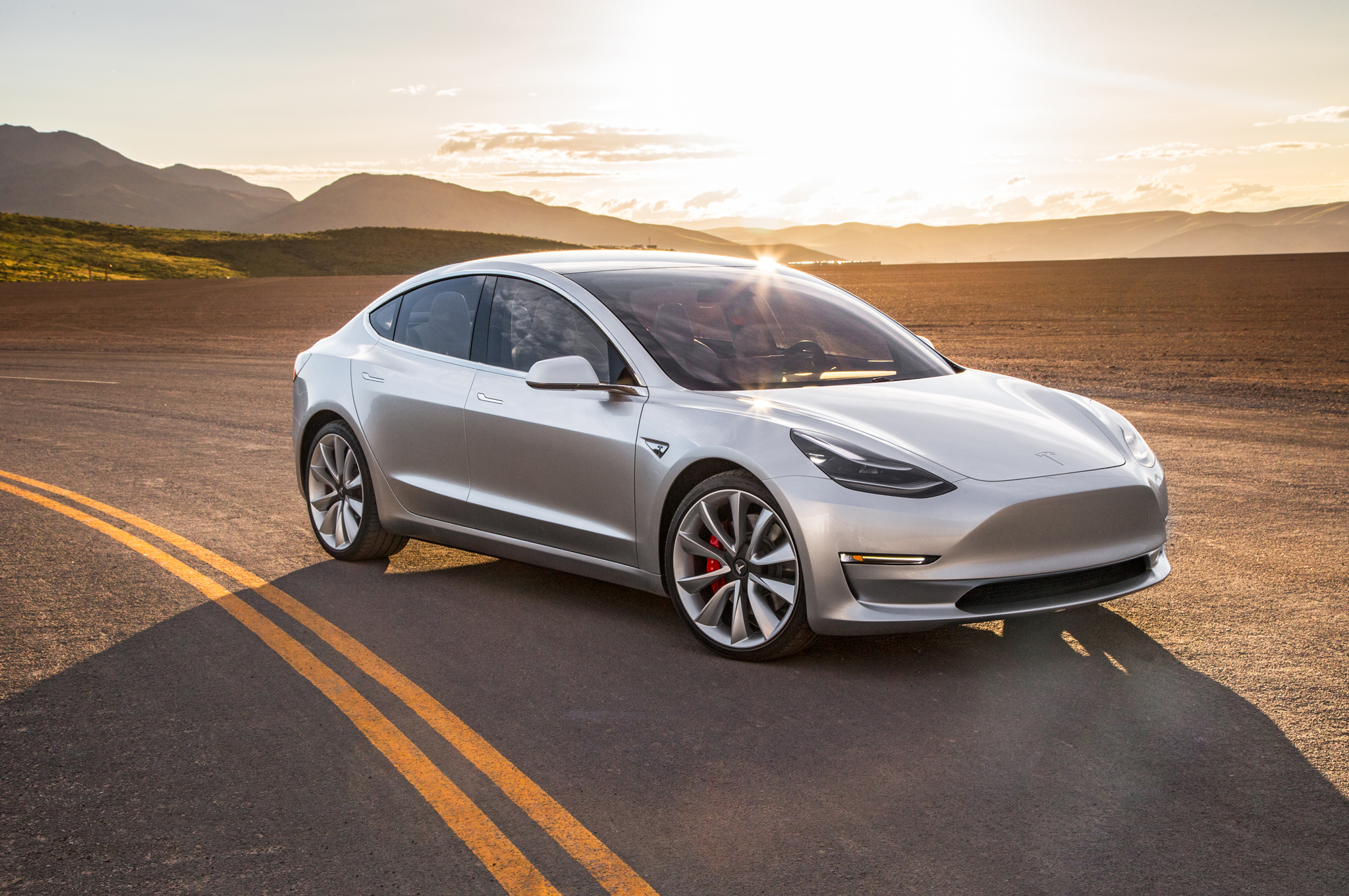 Watch: Tesla running 1000 km with one battery and breaking a new record!