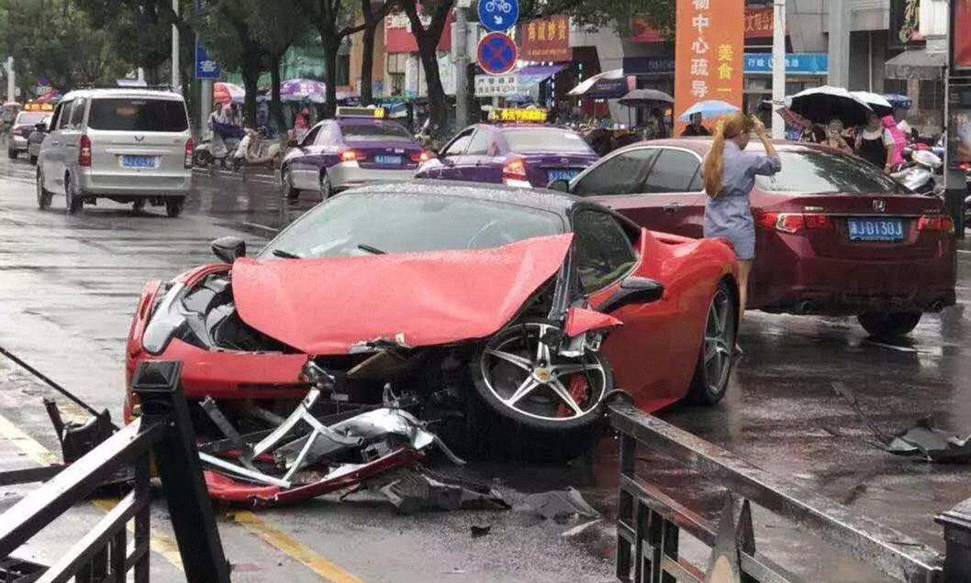 امرأة صينية تدمر فيراري استأجرتها في حادث مروع