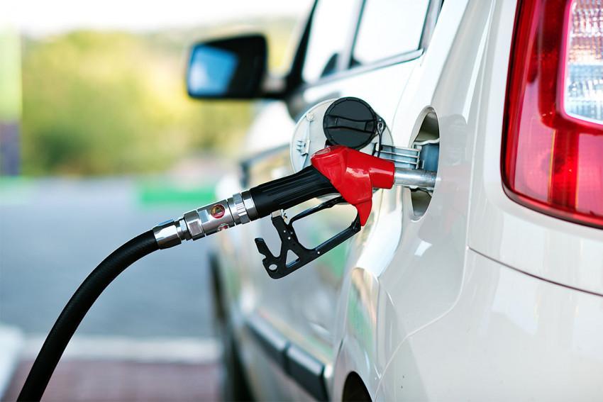 لماذا يختلف مكان وجود باب الوقود من سيارة إلى اخرى؟
