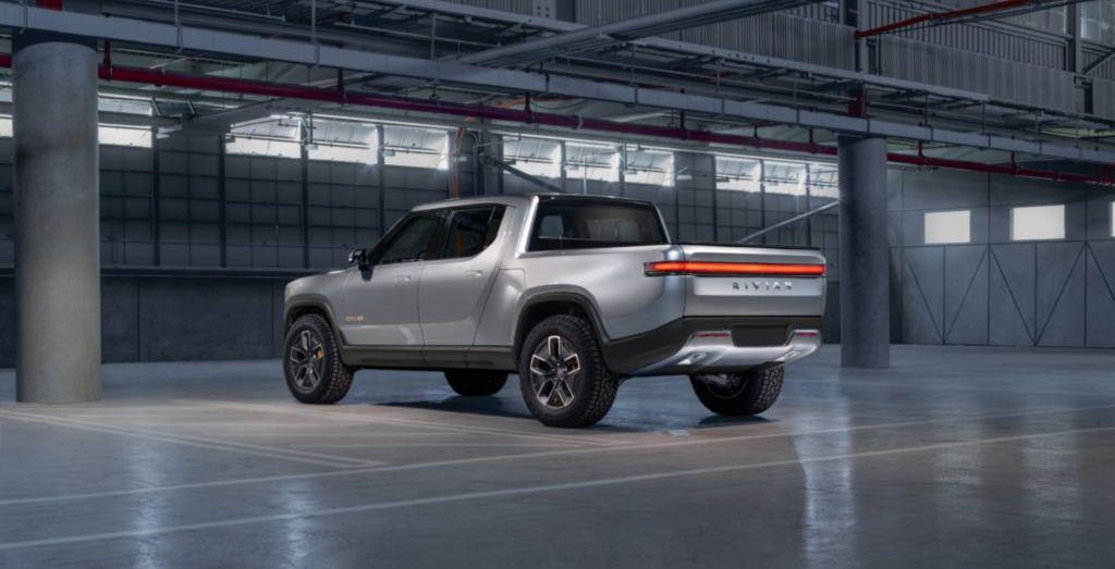 امازون تدخل صناعة السيارات الكهربائية باستثمار 700 مليون دولار بشركة ريفيان