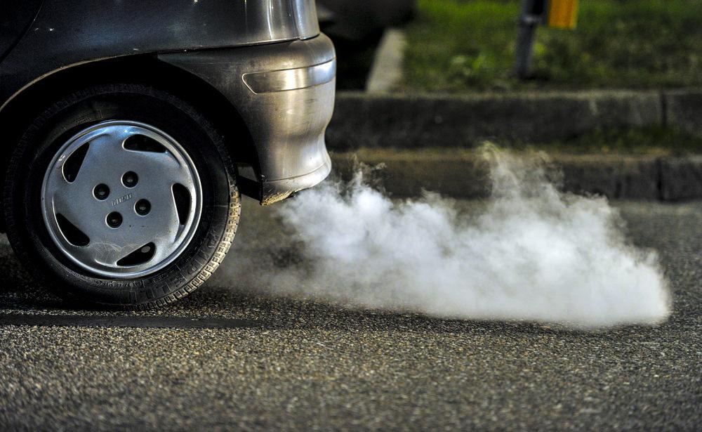 انواع الدخان الذي يخرج من عادم السيارة