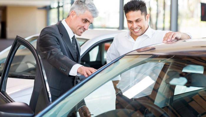 افحص أجزاء السيارة التالية قبل شراء سيارة مستعملة