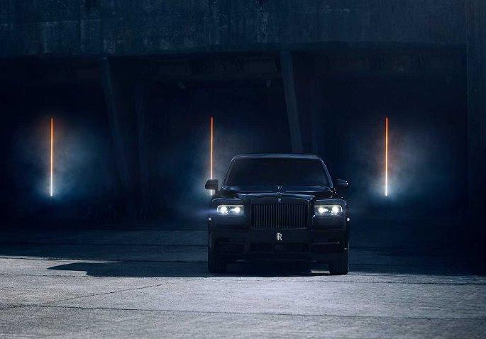 رولز رويس كالينان بلاك بادج سيارة SUV فخمة بقوة أكبر