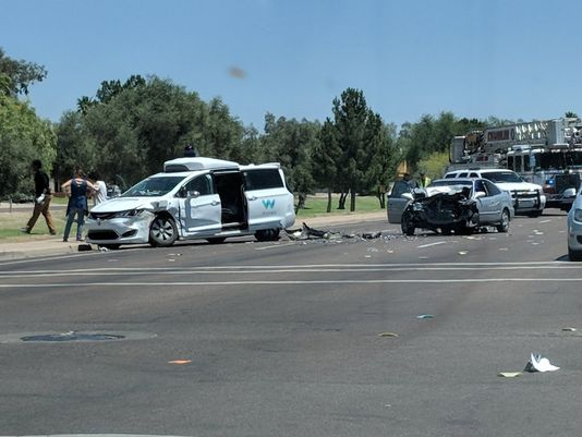 Watch: a new accident in Arizona and a self-driving car is involved!