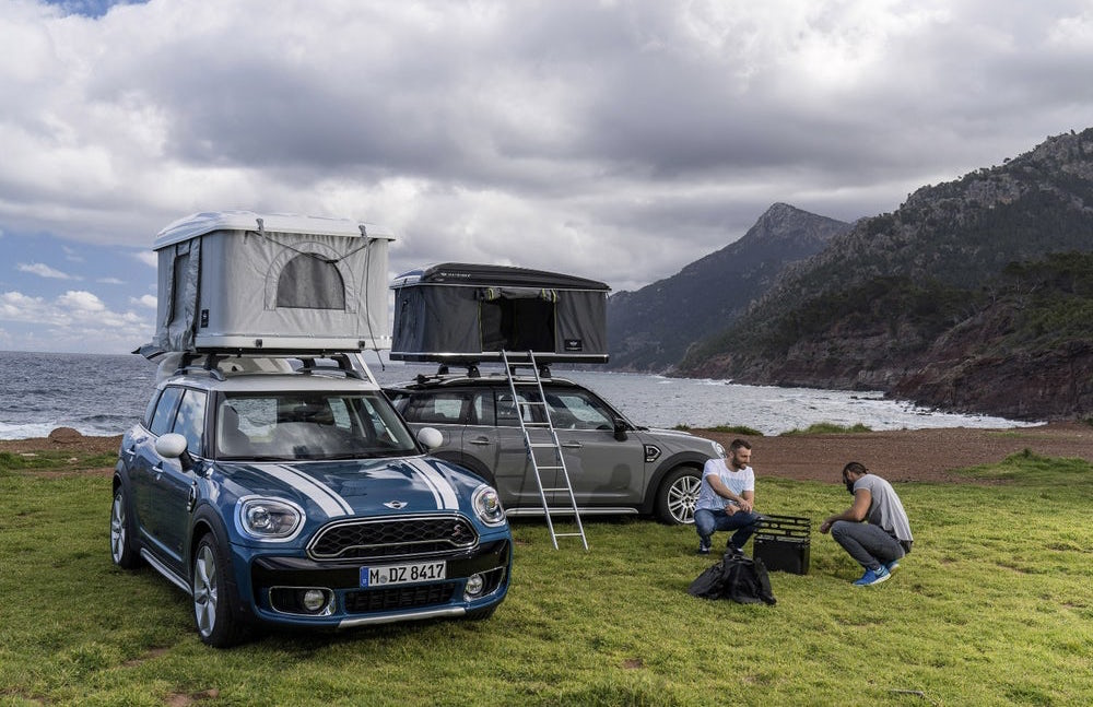 A little home on top of a Mini Cooper
