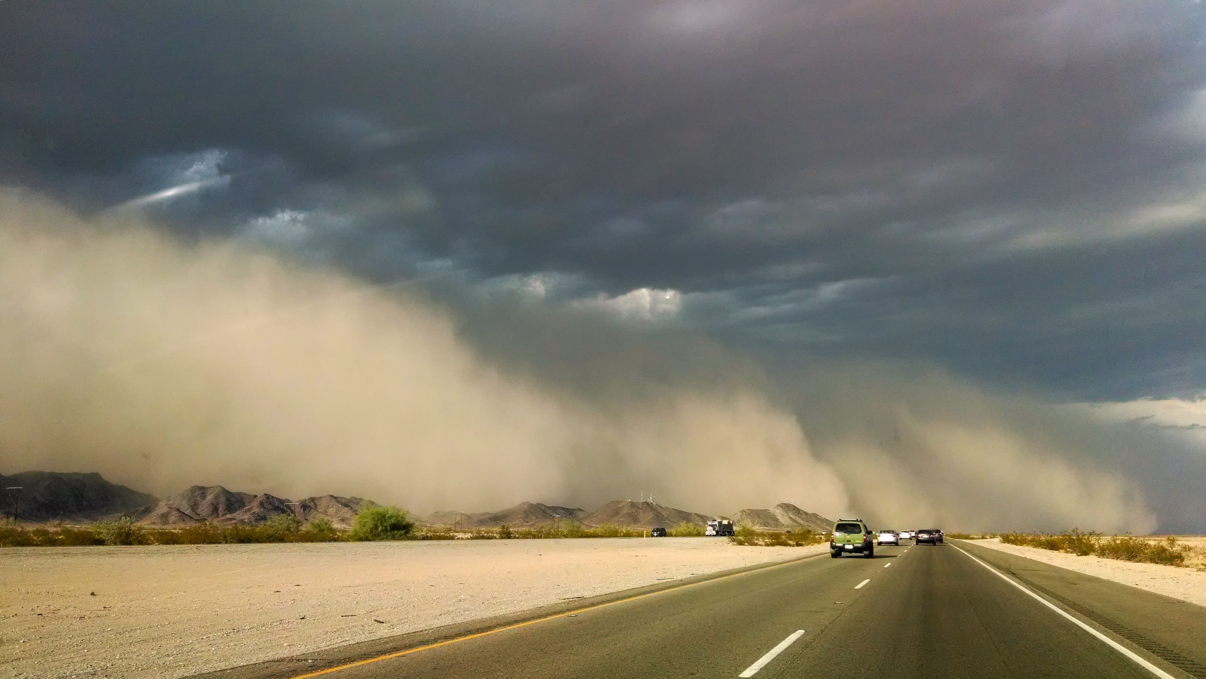 Do not be afraid from driving during dust storm!
