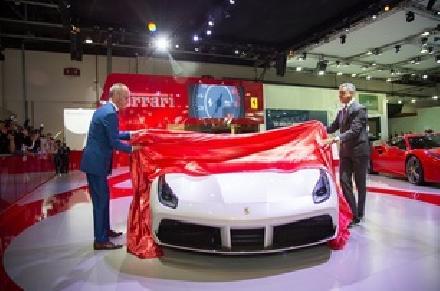 فيراري تطلق سيّارة فيراري 488 سبايدر في الشرق الأوسط في معرض دبي الدولي للسيّارات
