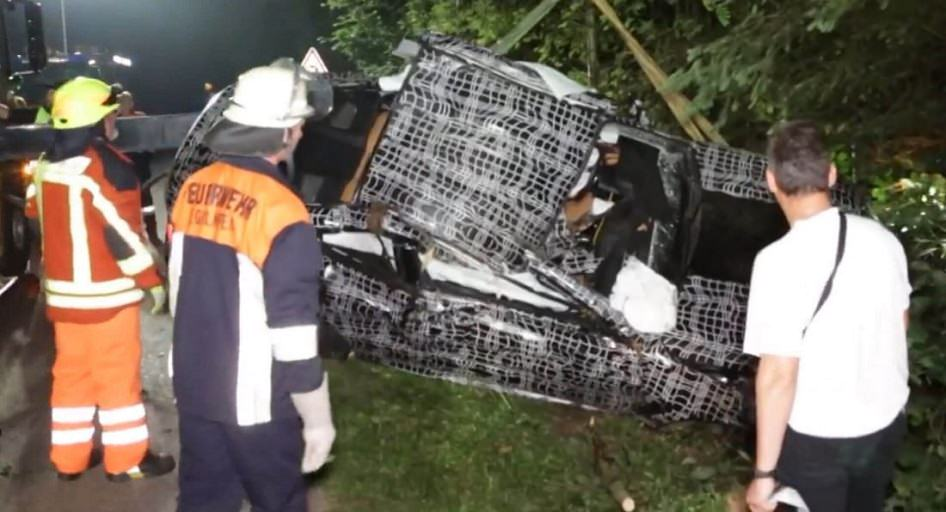 Watch: 2019 BMW 8 Series Prototype Deadly Crash In Germany