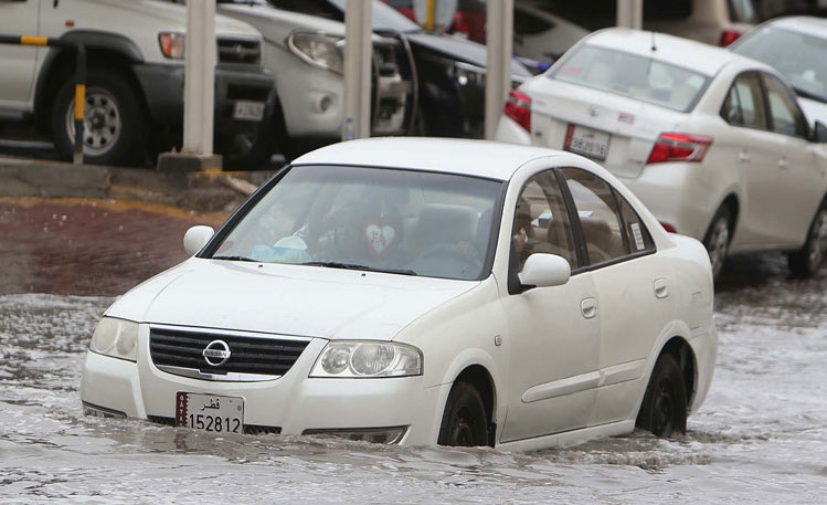 Important tips to protect the damaged car from rain water