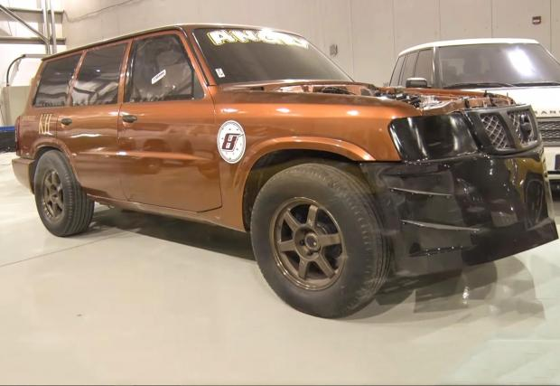 Video: Mental 2,000 HP Nissan Patrol