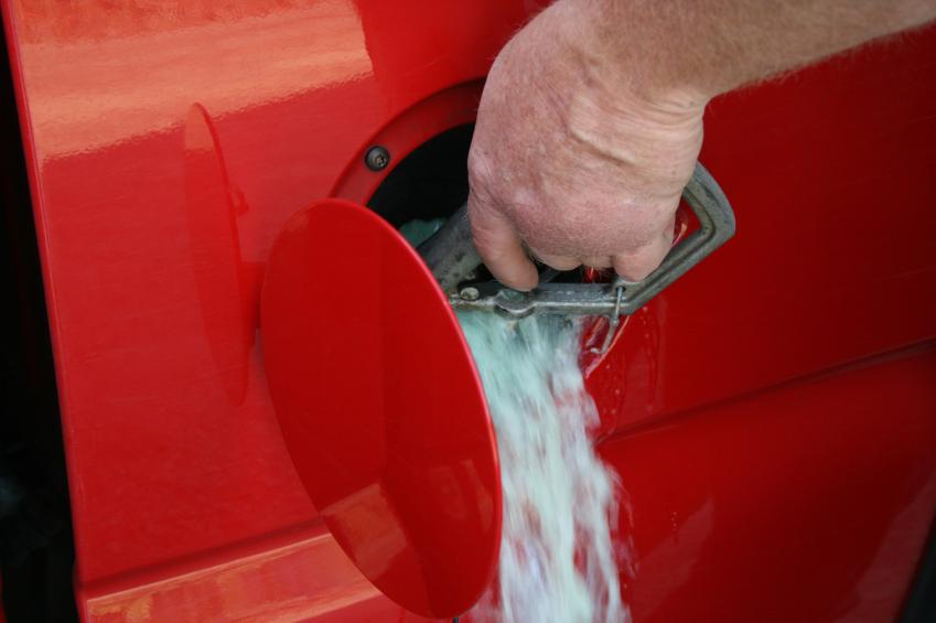 احذر أن تملأ خزان سيارتك كاملاً بالوقود