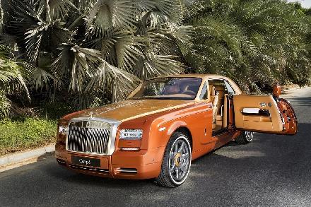 رولز-رويس تستعرض المعايير الجديدة للفخامة في معرض دبي الدولي للسيارات