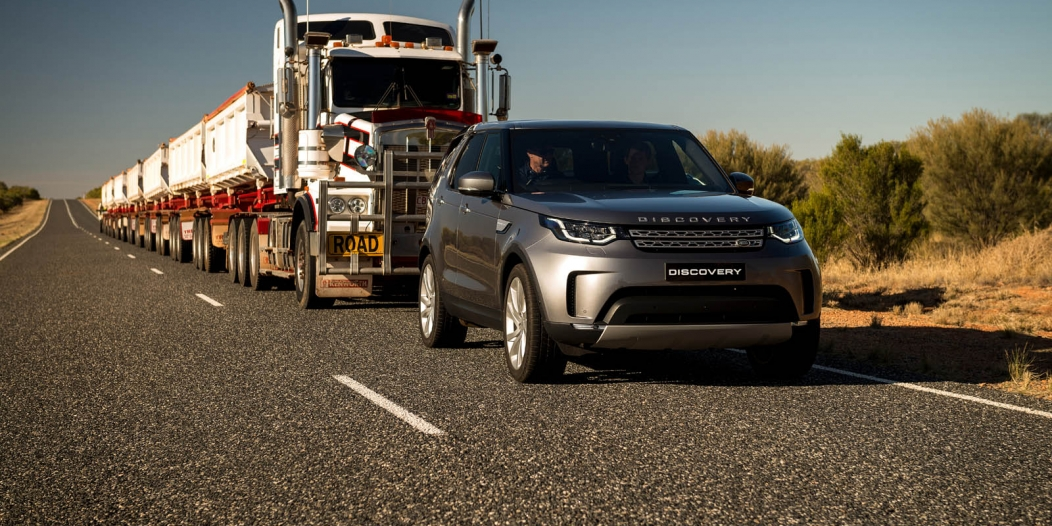 Video.. Land Rover Discovery pull a 121-ton 'road train'