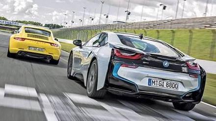 Porsche 911 beats BMW i8