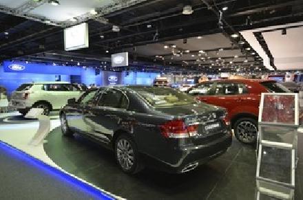 """سانغ يونغ تطلق سيارتها الرياضية الجديدة """"تيفولي"""" خلال معرض دبي الدولي للسيارات 2015"""