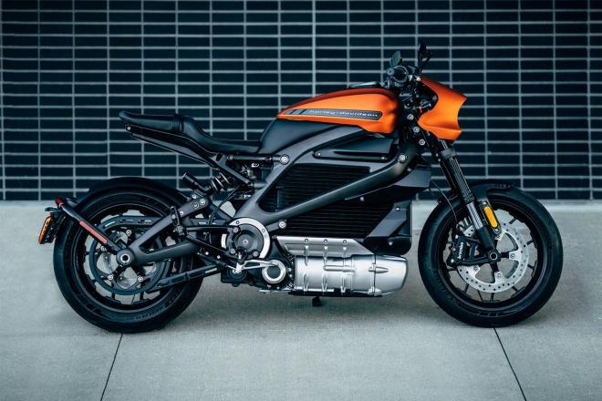شاهد: LiveWireأول دراجة نارية كهربائية بالكامل.. بـ30 ألف دولارفقط