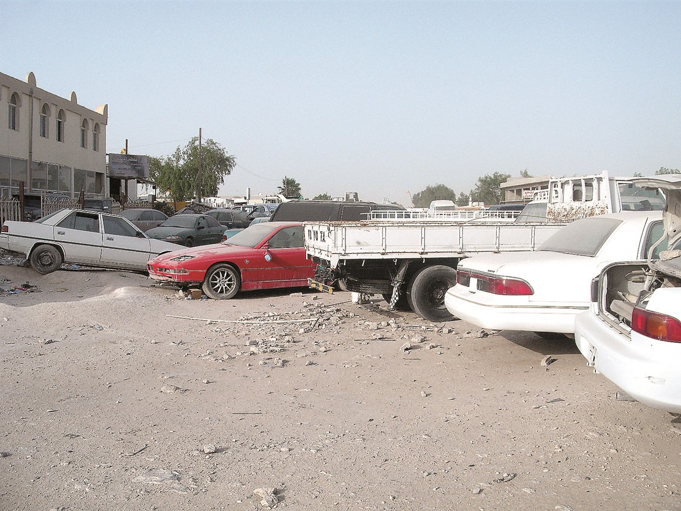 قطر: حملة سحب ومخالفة السيارات المهملة والمخالفة لقانون المرور