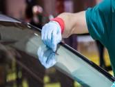 طريقة إزالة الخدوش البسيطة على زجاج السيارة