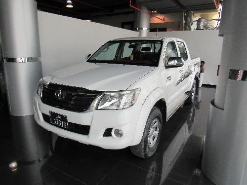 Toyota Hilux 2.7 ( 4WD ) 2013